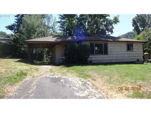 3049 Follett St, Roseburg, OR 97470 (MLS #18088959) :: Hatch Homes Group