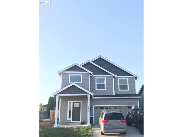 154 NW Beaver Ct, Dallas, OR 97338 (MLS #18123990) :: The Dale Chumbley Group