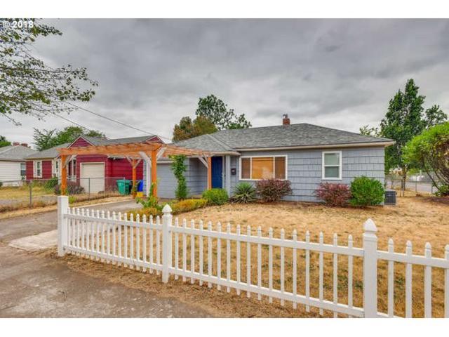 9135 SE Hawthorne Blvd, Portland, OR 97216 (MLS #18154436) :: Matin Real Estate