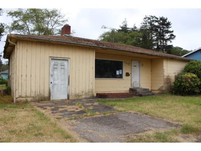 2209 Virginia Ave, North Bend, OR 97459 (MLS #18159428) :: TK Real Estate Group