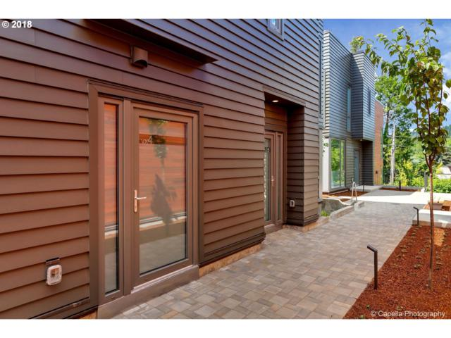 2035 SW Vermont St #4, Portland, OR 97219 (MLS #18173516) :: Hatch Homes Group