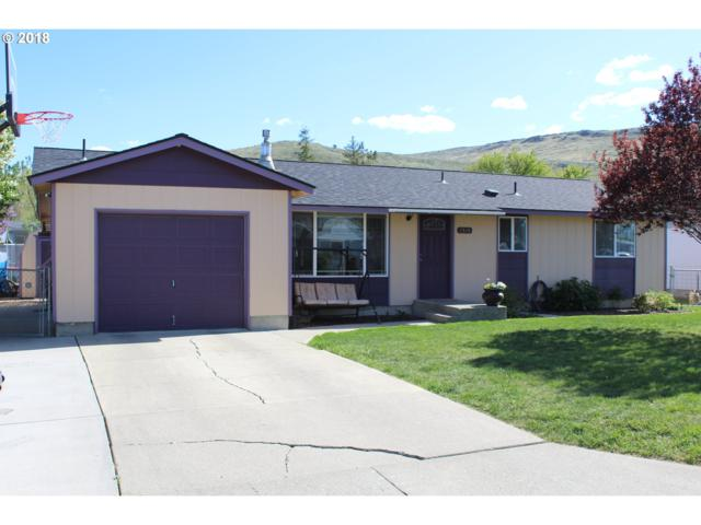 2325 Mitchell Ave, Baker City, OR 97814 (MLS #18187835) :: Team Zebrowski