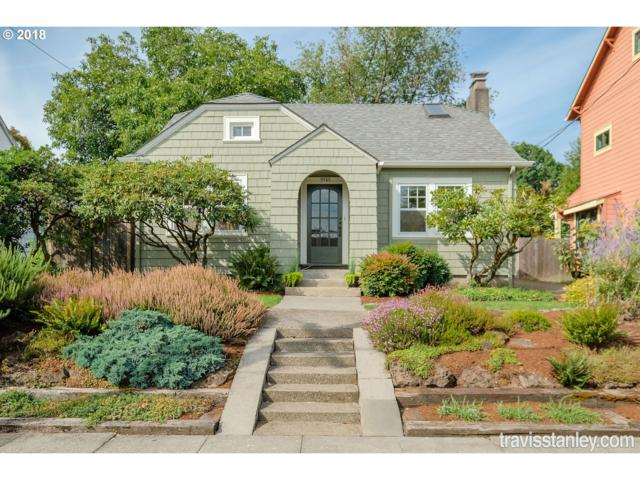 7745 SE 18TH Ave, Portland, OR 97202 (MLS #18194775) :: The Sadle Home Selling Team