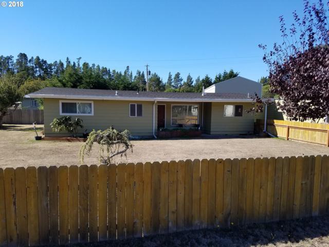 845 N 8TH, Lakeside, OR 97449 (MLS #18214008) :: Realty Edge