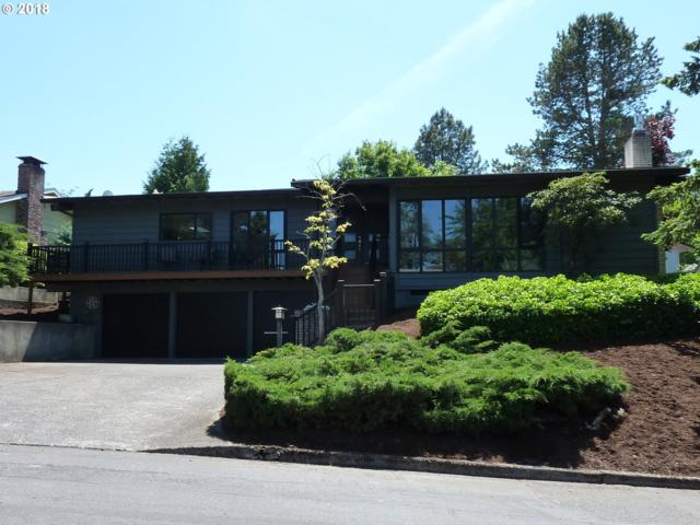 2918 SW Collins Ct, Portland, OR 97219 (MLS #18228858) :: Hatch Homes Group