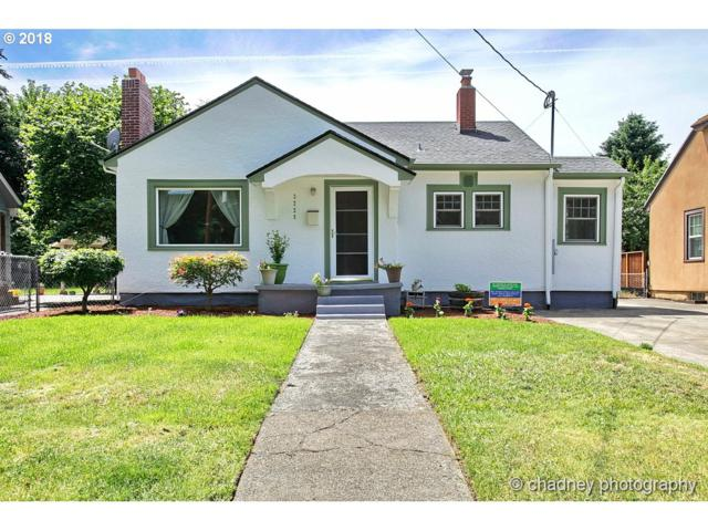 3229 SE 85TH Ave, Portland, OR 97266 (MLS #18276139) :: Fox Real Estate Group