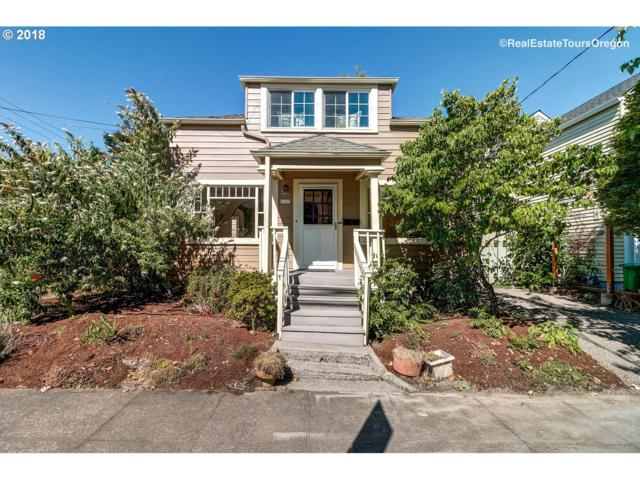 6237 SW Virginia Ave, Portland, OR 97239 (MLS #18302514) :: The Liu Group