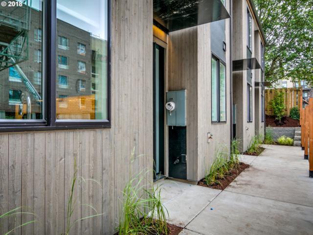 428 NE Ivy St, Portland, OR 97212 (MLS #18320178) :: McKillion Real Estate Group