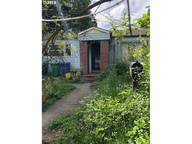 2811 SE 28TH Pl, Portland, OR 97202 (MLS #18320363) :: McKillion Real Estate Group