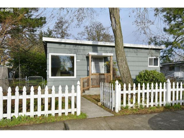 8025 SE Woodstock Blvd, Portland, OR 97206 (MLS #18335518) :: McKillion Real Estate Group