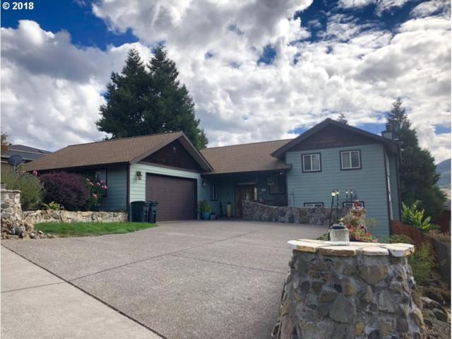 542 E 1ST St, Lowell, OR 97452 (MLS #18342351) :: Song Real Estate