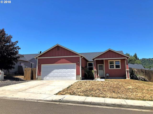 117 Grayson St, Roseburg, OR 97471 (MLS #18343075) :: Hatch Homes Group