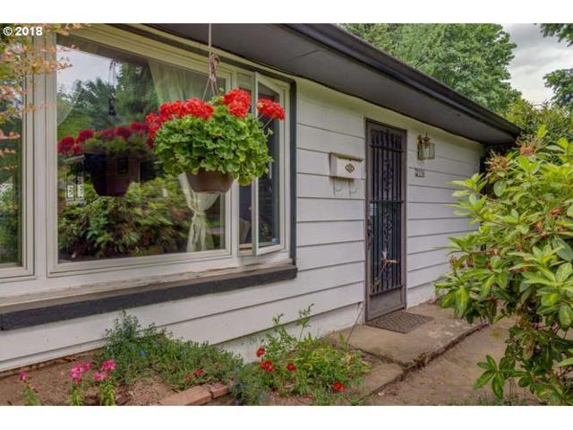2756 NE Fremont Dr, Portland, OR 97220 (MLS #18405921) :: McKillion Real Estate Group
