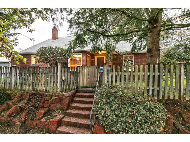 1820 NE Holman St, Portland, OR 97211 (MLS #18419243) :: The Sadle Home Selling Team