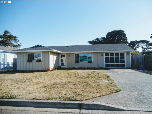 835 10TH St, Bandon, OR 97411 (MLS #18433568) :: McKillion Real Estate Group