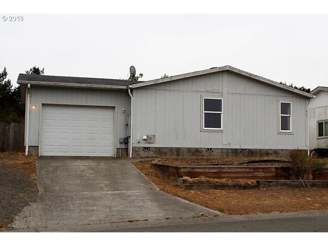 921 Stillwater Dr, Coos Bay, OR 97420 (MLS #18437953) :: Cano Real Estate