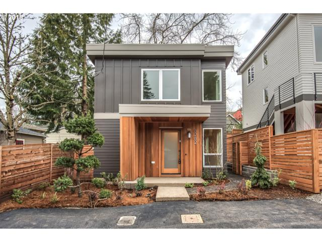 8282 SW 14TH Ave, Portland, OR 97219 (MLS #18473338) :: Team Zebrowski