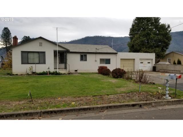 137 La Mar St, Myrtle Creek, OR 97457 (MLS #18505825) :: McKillion Real Estate Group