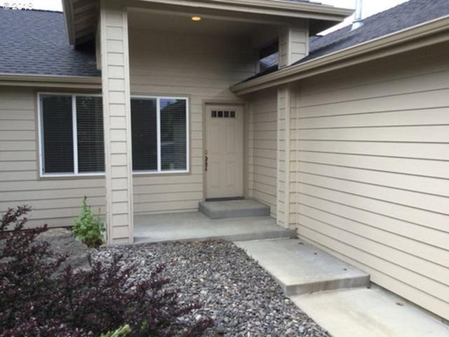 1323 NE Dawson Dr NE, Bend, OR 97701 (MLS #18527815) :: McKillion Real Estate Group