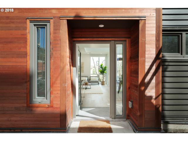 2035 SW Vermont St #9, Portland, OR 97219 (MLS #18534007) :: Cano Real Estate