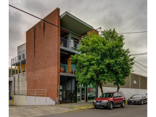 216 SE 8TH Ave, Portland, OR 97214 (MLS #18642264) :: McKillion Real Estate Group