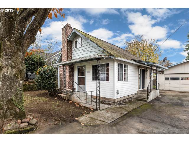 285 N 8TH St, St. Helens, OR 97051 (MLS #19005904) :: Change Realty