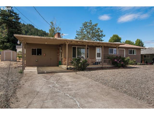 2721 W Sanders Ave, Roseburg, OR 97471 (MLS #19014743) :: Matin Real Estate Group