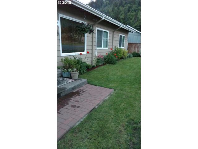 76452 Laurel St, Oakridge, OR 97463 (MLS #19034615) :: McKillion Real Estate Group