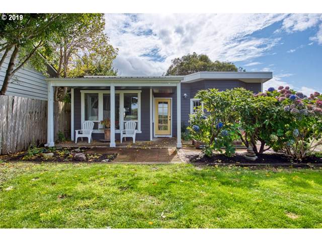 135 4TH St, Bandon, OR 97411 (MLS #19045855) :: Townsend Jarvis Group Real Estate