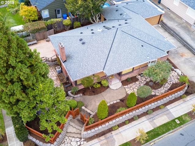127 SE 50TH Ave, Portland, OR 97215 (MLS #19049906) :: Fox Real Estate Group