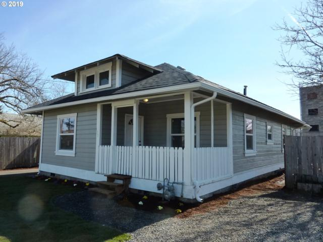 133 E Harrison Ave, Cottage Grove, OR 97424 (MLS #19065264) :: Song Real Estate