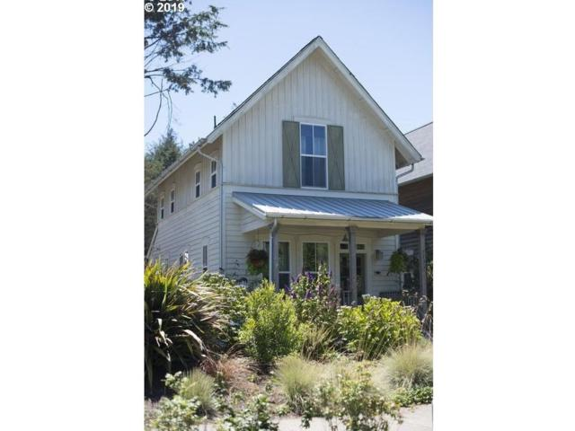 2793 SW Anemone Ave, Lincoln City, OR 97367 (MLS #19077183) :: Matin Real Estate Group