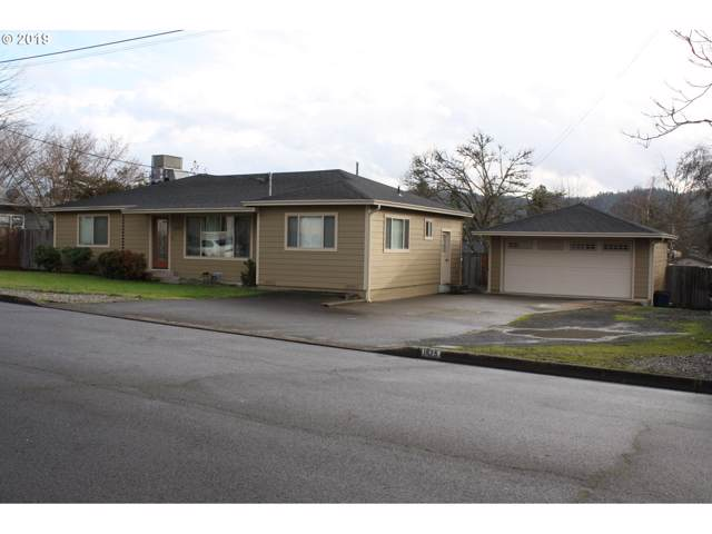 1675 NW Beaumont Ave, Roseburg, OR 97471 (MLS #19179338) :: The Lynne Gately Team