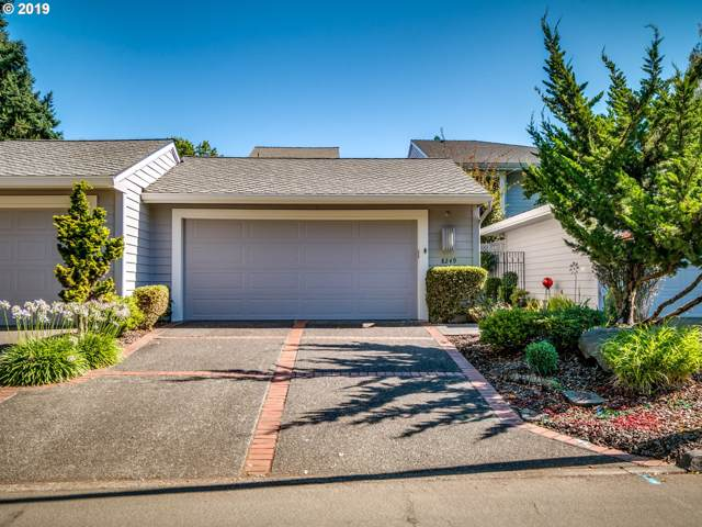 8249 SW Fairway Dr, Wilsonville, OR 97070 (MLS #19187922) :: Matin Real Estate Group