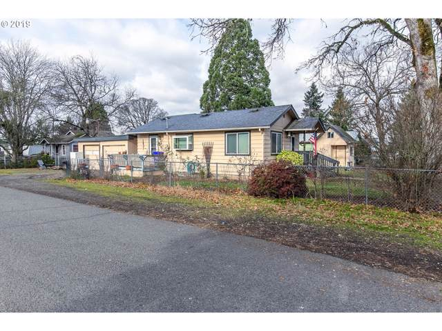 207 NW Wade St, Estacada, OR 97023 (MLS #19188083) :: Next Home Realty Connection