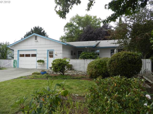 701 Oregon Way, Woodburn, OR 97071 (MLS #19206118) :: Brantley Christianson Real Estate