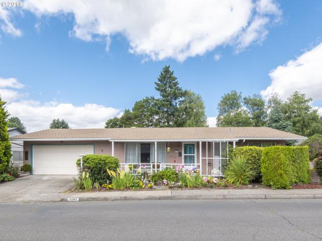 15985 SW Queen Victoria Pl, King City, OR 97224 (MLS #19213339) :: R&R Properties of Eugene LLC