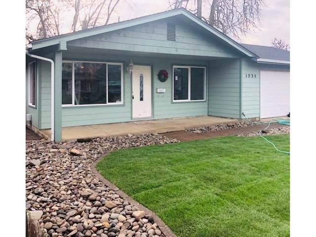 1235 E Van Buren Ave, Cottage Grove, OR 97424 (MLS #19228613) :: Homehelper Consultants