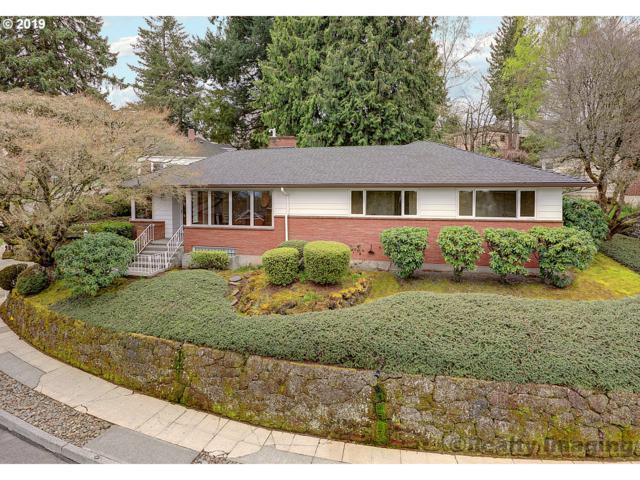 604 SW Moss St, Portland, OR 97219 (MLS #19247360) :: McKillion Real Estate Group