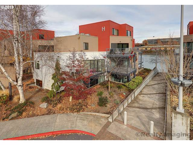 840 NW Naito Pkwy H-8, Portland, OR 97209 (MLS #19251187) :: Fox Real Estate Group