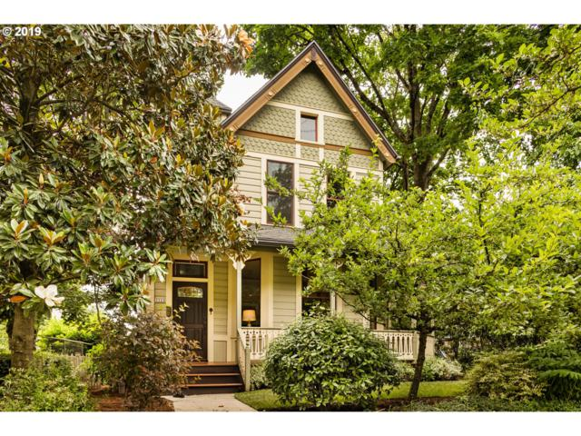 3322 SW Water Ave, Portland, OR 97239 (MLS #19274393) :: Change Realty