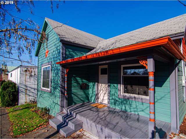 1111 7TH St, Oregon City, OR 97045 (MLS #19302895) :: Change Realty