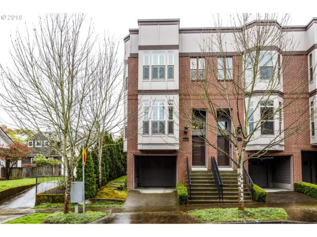 216 SW Pendleton St, Portland, OR 97239 (MLS #19306698) :: The Galand Haas Real Estate Team