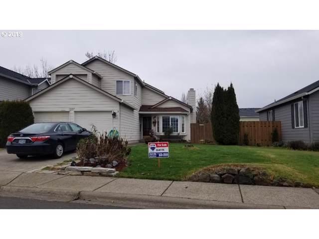 15857 SW Wintergreen St, Portland, OR 97223 (MLS #19337135) :: Cano Real Estate
