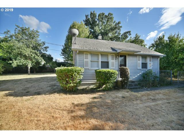 825 Queens Dr, Medford, OR 97501 (MLS #19352750) :: The Sadle Home Selling Team