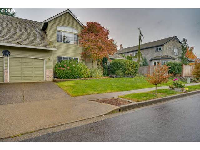 807 Alicia Ct, West Linn, OR 97068 (MLS #19368291) :: Homehelper Consultants