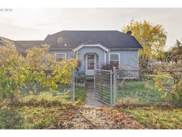 106 NE 4TH Ave, Estacada, OR 97023 (MLS #19372260) :: McKillion Real Estate Group