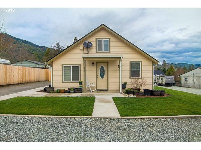 897 NE Christian St, Myrtle Creek, OR 97457 (MLS #19394916) :: Townsend Jarvis Group Real Estate