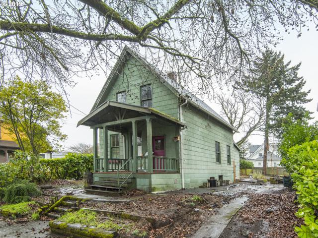 2615 SE 13TH Ave, Portland, OR 97202 (MLS #19456785) :: TLK Group Properties