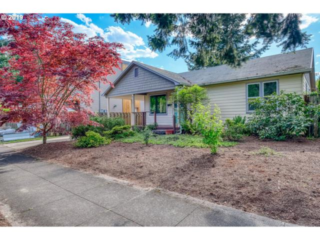 8415 SE 8TH Ave, Portland, OR 97202 (MLS #19465384) :: The Sadle Home Selling Team